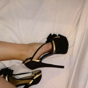 Chinese Laundry black gold bow heels